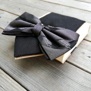 blocco cravatta con materiali di riciclo