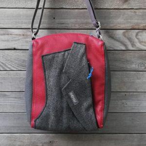 borsa a tracolla con revers di giacca realizzata da Ricicli Design con materiali di recupero