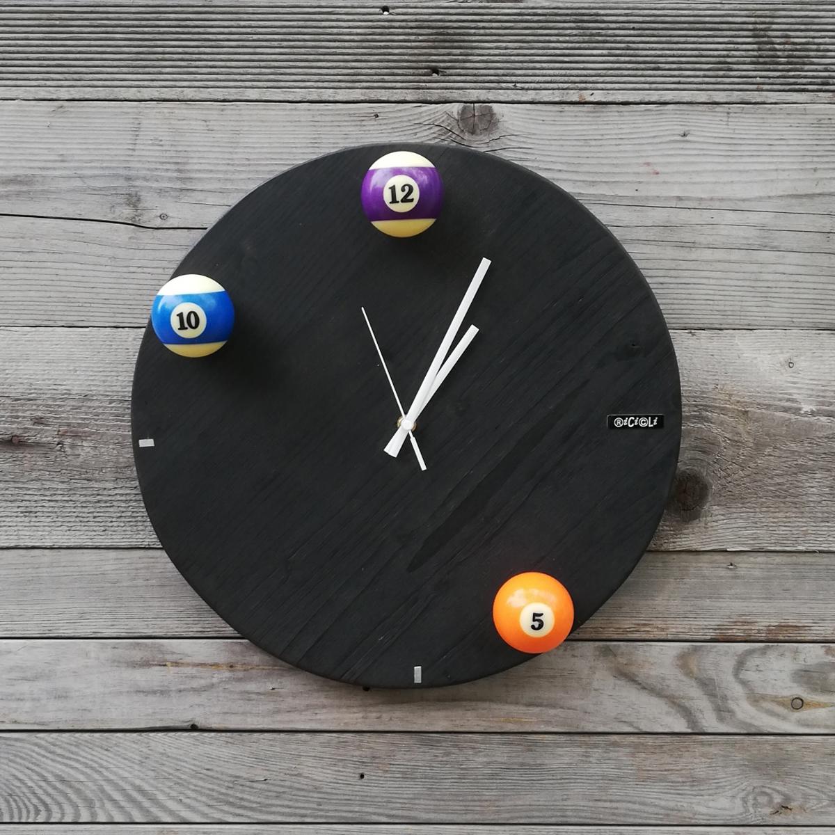 orologio con palle da biliardo