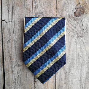 Block notes realizzato con una cravatta