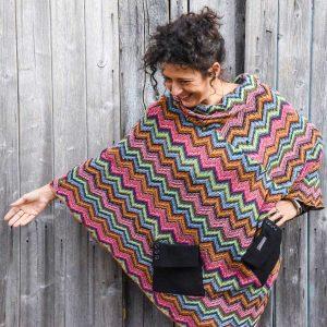 Poncho realizzato con scampolo di tessuto e maniche di giacche da Ricicli Design