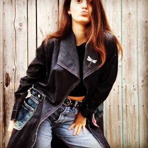 Trench in jeans fatto in Italia con tessuti di recupero e pantaloni jeans, pezzo unico di Ricicli Design